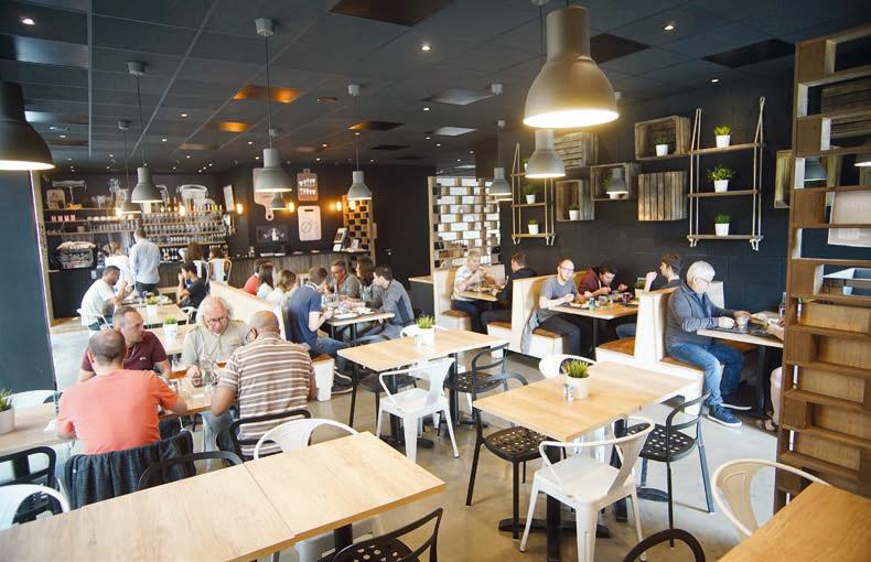 L'établissement de Vitré s'étend sur 220 m² et s'organise comme un self-cafeteria. © T. Chouanière