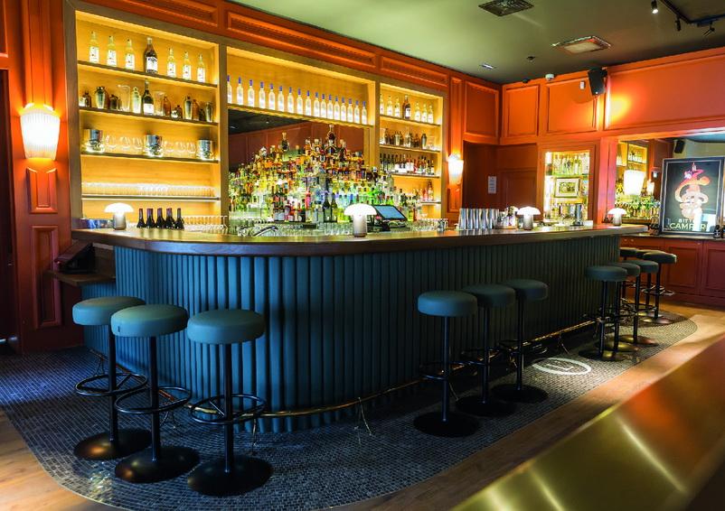 Ce bar de 150 m² intégré au Grand Hôtel-Dieu à Lyon présente une atmosphère à la fois feutrée, élégante et rétro-chic. DR/L'Officine