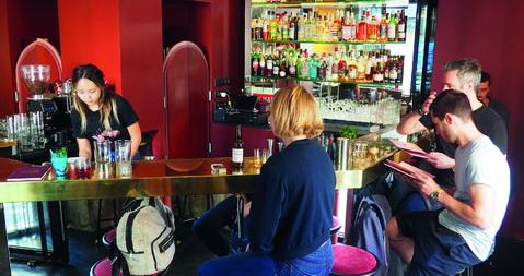Ouvert fin mai 2019, Divine revendique un esprit de bar de quartier. © M. Buland