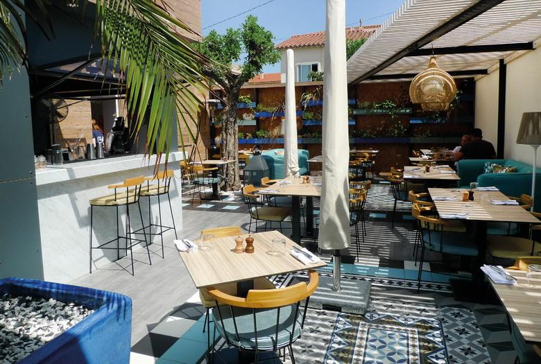 Situé dans une station balnéaire non loin de Perpignan, NU s'étend sur 205 m² dont 95 m² en terrasse. Photos © M. Galichet