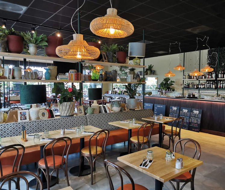 Ouvert cette année aux portes de Bordeaux, ce restaurant La Côte et l'Arête s'étend sur 450 m². Photos ©M. Jarlier