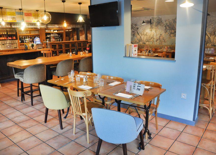 La salle du restaurant a été entièrement modernisée et réagencée pour répondre davantage aux attentes variées des clients d'aujourd'hui. Photos © A. Thiriet