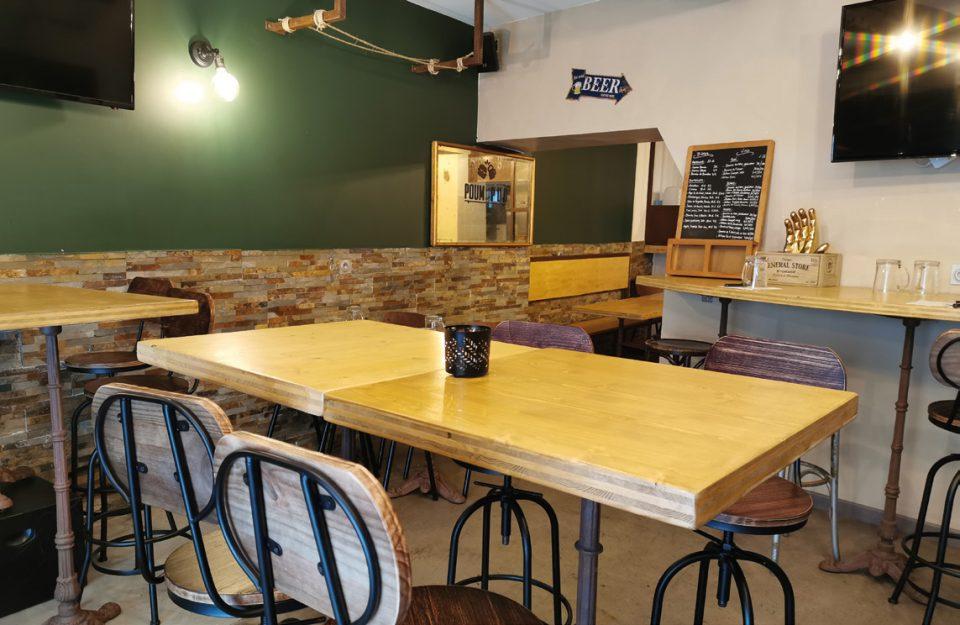 L'ancien « bar à shooters » a été transformé en un pub confortable et esthétique, où s'impose le bois. Photos © M. Jarlier