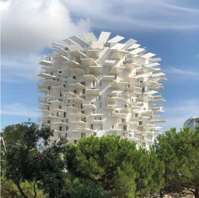 L'établissement se situe dans cette tour, baptisée L'Arbre Blanc. DR