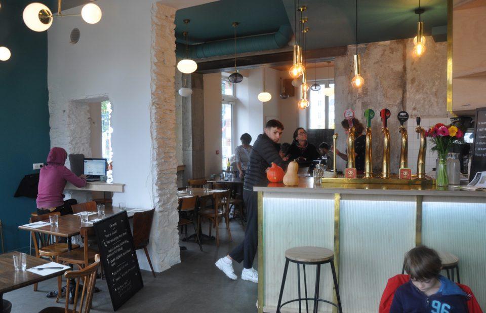 Ce nouveau restaurant-culturel nantais s'est installé dans une ancienne caserne joliment réaménagée. Photos © A. Thiriet